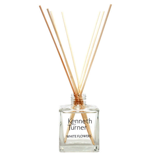 white flowers reed diffuser